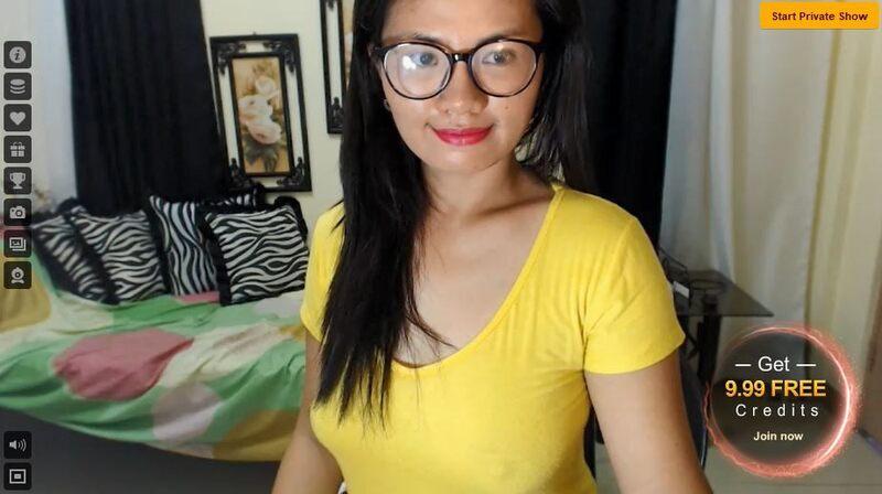 Mature Asian cam star